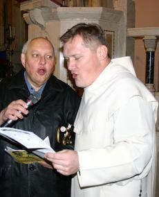 Al Kania and Father Anselm Chalupka, pastor of Corpus Christi Church sing traditional Polish kolendy during our 2009 tour.